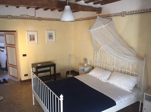 casaleoneitaly_smallbedroom2